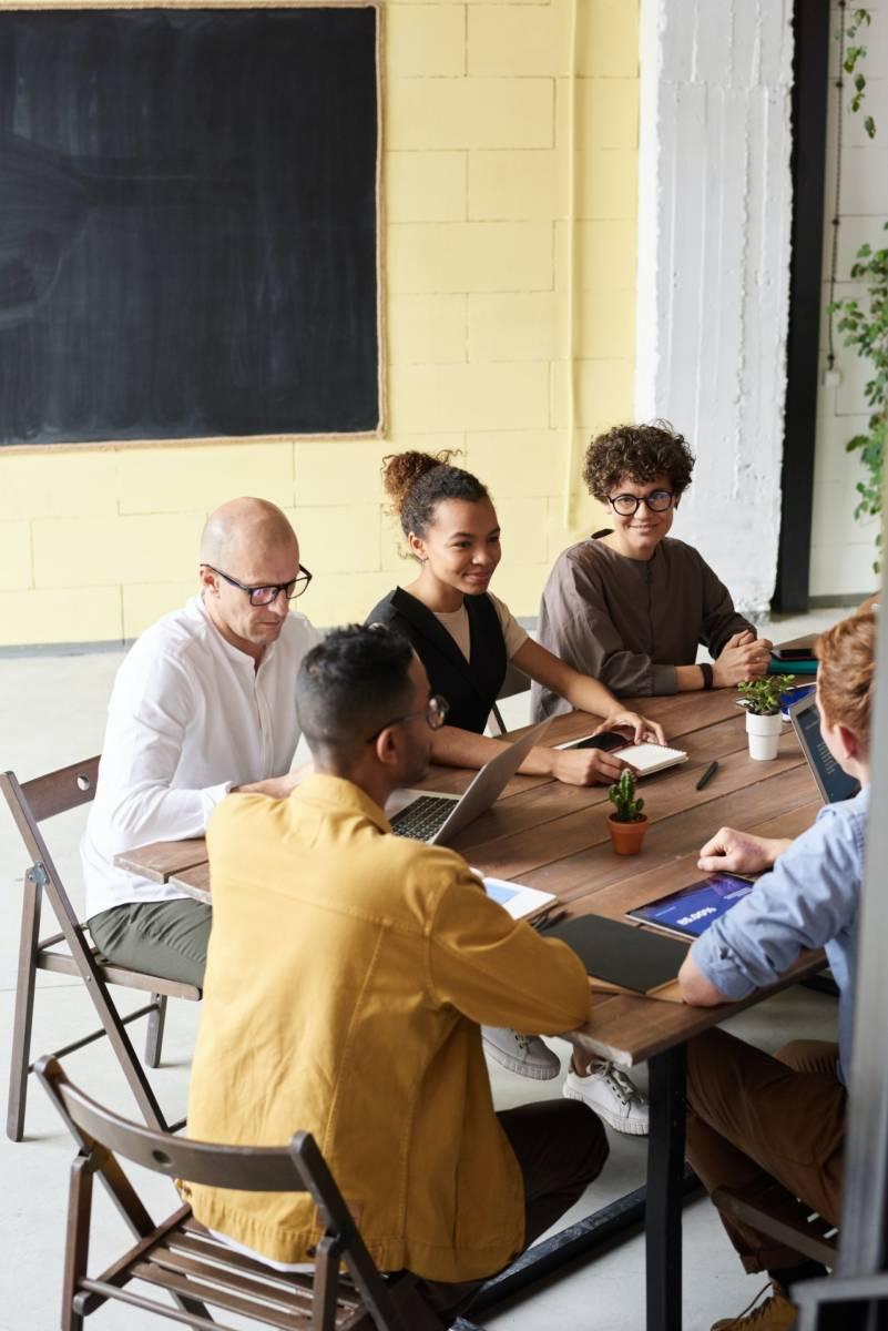 Gesunder Erfolg braucht 3 gesunde Ebenen: eine konstruktive Unternehmenskultur, funktionierende Strukturen, Prozesse & Fachkompetenz auf der Hard Facts Ebene sowie soziale & mentale Kompetenz auf Soft Skills Ebene.